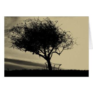 Glastonbury Weißdorn. Baum auf Hügel. Sepia-Farbe Karte