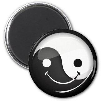 Glattes rundes lächelndes Yin Yang Symbol Runder Magnet 5,7 Cm