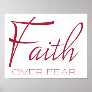 Glaube über Furcht-Ermutigung im Rot Poster