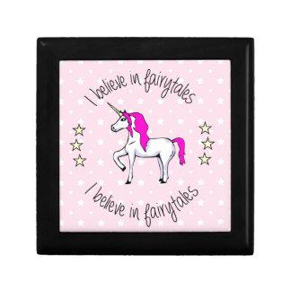 Glauben Sie an Fairytales Unicorn-Cartoonmädchen Erinnerungskiste