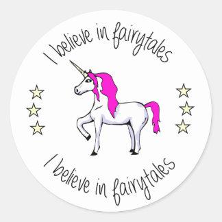 Glauben Sie an Fairytales Unicorn-Cartoonmädchen Runder Aufkleber