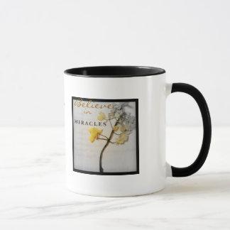 Glauben Sie an Wunder: Grau des Lebens verblassen Tasse