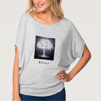 GLAUBEN Sie, dass silberner glühender Baum an T-Shirt