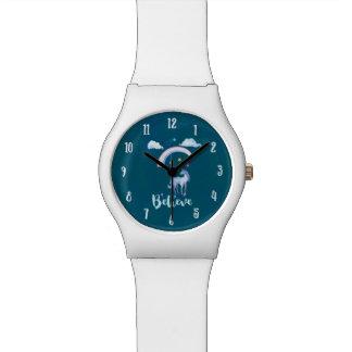 Glauben Sie mit einem Einhorn unter einem Armbanduhr
