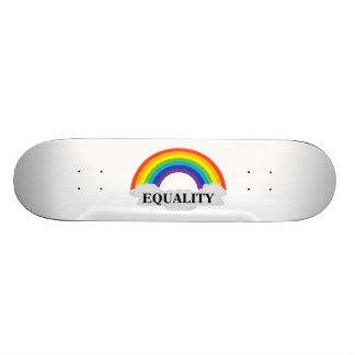 Gleichheit mit Regenbogen und Wolken 20,1 Cm Skateboard Deck