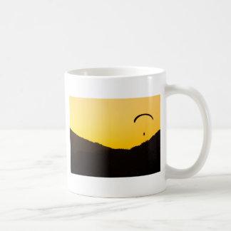 Gleitschirmfliegen-ansonnenuntergang Kaffeetasse