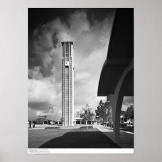 Glockenturm mit den Bögen am Bibliotheks-Gebäude Poster