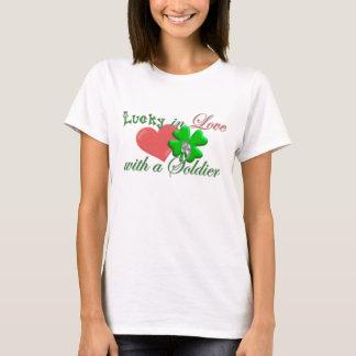 Glücklich im Liebe-Soldaten T-Shirt