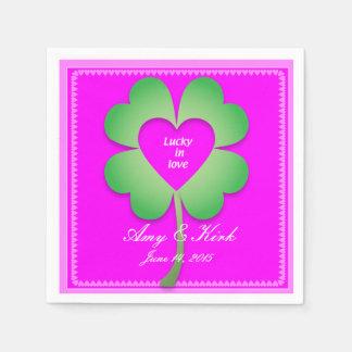 Glücklich in den Liebepapier-Cocktailservietten Papierserviette