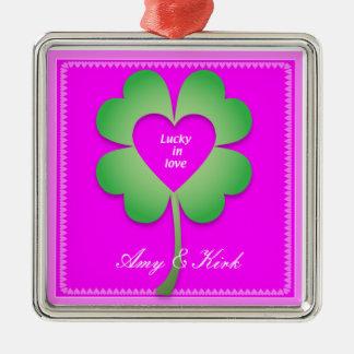 Glücklich in der Liebeverzierung Silbernes Ornament