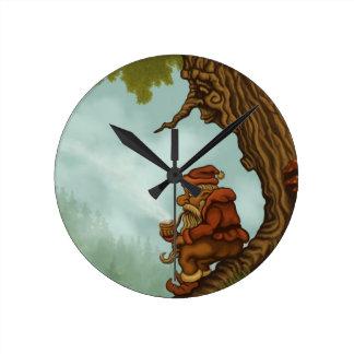 glückliche Baum Gnome-Fantasieuhr Uhren