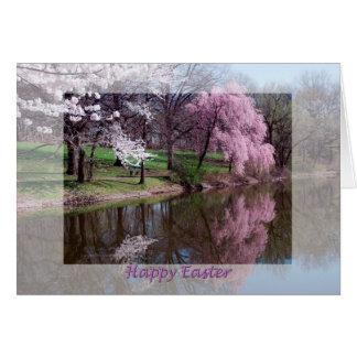Glückliche blühende Bäume Ostern, die im See sich Karte