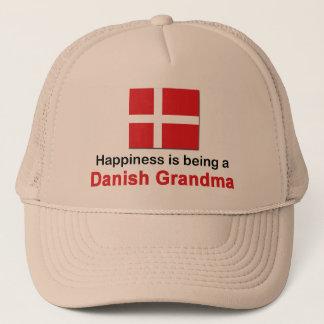 Glückliche dänische Großmutter Truckerkappe