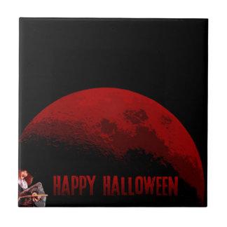Glückliche Halloween-Hexe und Mond-Fliese Keramikfliese