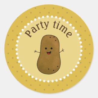 Glückliche Kartoffel-Party-Zeit Runder Aufkleber