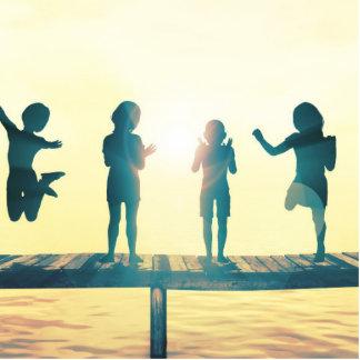 Glückliche Kinder, die in der Park-Illustration Fotoskulptur Button