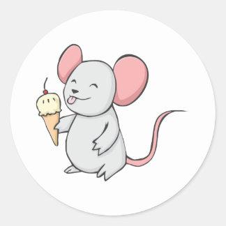Glückliche Maus, die Eiscreme isst Runder Aufkleber
