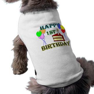 Glücklicher 1. Geburtstag mit Kuchen, Ballonen und Hunde-t-shirt