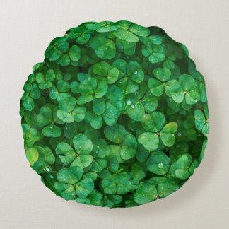 Glücklicher Klee St Patrick Rundes Kissen