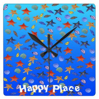Glücklicher Leuchtturm durch Happy Juul Company Quadratische Wanduhr