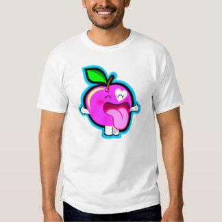 Glücklicher rosa Apfel im weißen Shirt