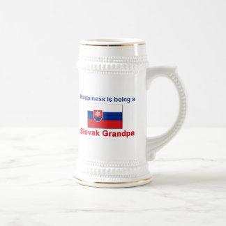 Glücklicher slowakischer Großvater Bierglas