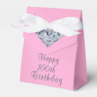 Glückliches 100. Geburtstags-Gastgeschenk packt Geschenkschachtel