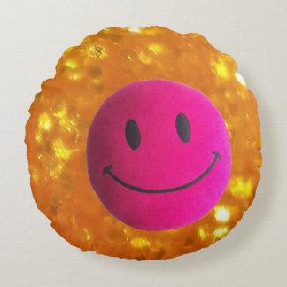 Glückliches Gesicht des goldenen Kissens, rosa Rundes Kissen