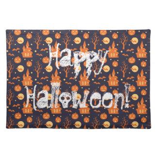 Glückliches gespenstisches Haus Halloweens schlägt Stofftischset