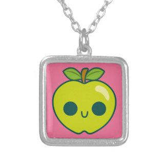 Glückliches grünes Apple auf einem rosa Halsketten