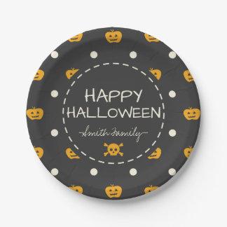Glückliches Halloween. Kürbislaterne-weiße Pappteller