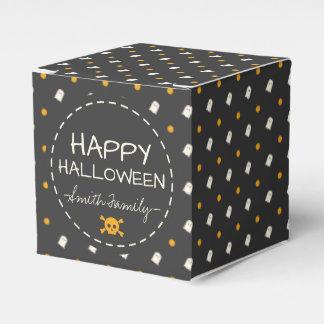 Glückliches Halloween. Niedliche Geschenkschachtel