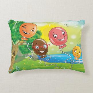 Glückliches Kissen für Kinder