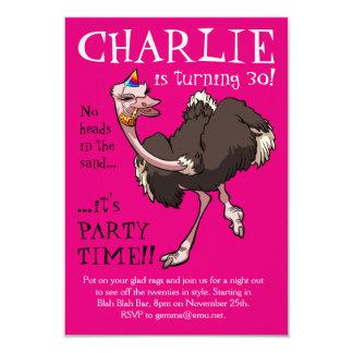 Glückliches Ostrich-Tanzen im Party-Hut-Cartoon Karte