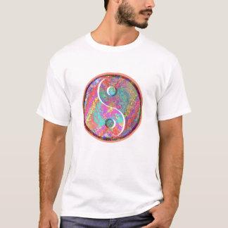 Glückliches Yin Yang: YinYang GoodLuck Symbole T-Shirt