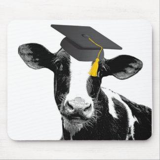 Glückwunsch-Abschluss-lustige Kuh in der Kappe Mousepads