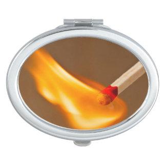 Glühende Flamme Taschenspiegel