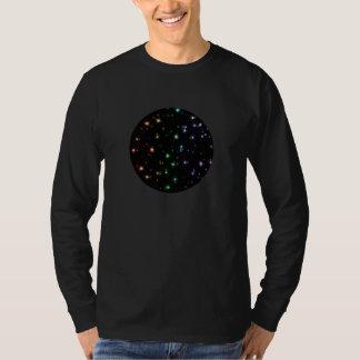 Glühende glänzende Regenbogen-Sterne im Raum T-Shirt