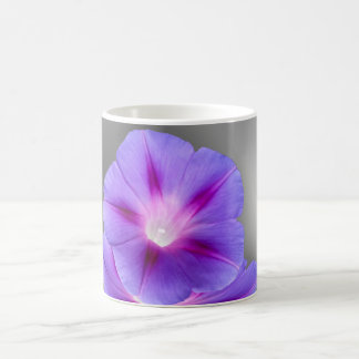 glühende lila Blumen Kaffeetasse