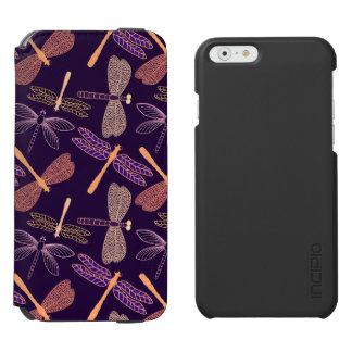 Glühende Nachtlibellen auf dunklem Incipio Watson™ iPhone 6 Geldbörsen Hülle