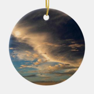 Glühende Wolken Rundes Keramik Ornament