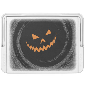 Glühender Jack O'Lantern Halloweens in einem Igloo Kühlbox
