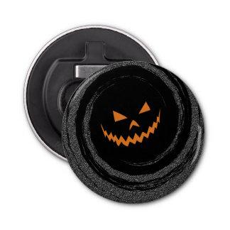 Glühender Jack O'Lantern Halloweens in einem Runder Flaschenöffner