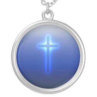 Glühendes religiöses Kreuz Versilberte Kette