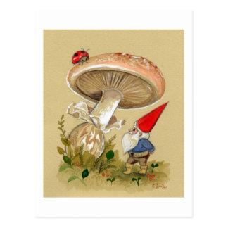 Gnome finden einen Marienkäfer und einen Pilz Postkarte
