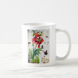 Gnome in einer Mohnblumen-Blume Kaffeetasse