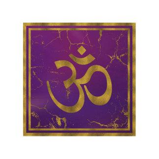 Gold-OM-Symbol - Om, Omkara auf Lila/Indigo Holzwanddeko