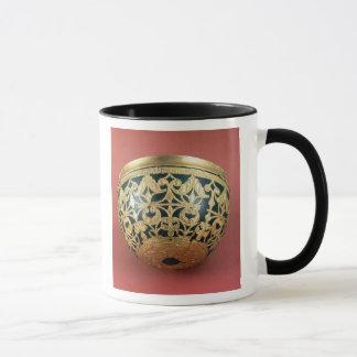 Gold openwork für eine lackierte Schüssel Tasse