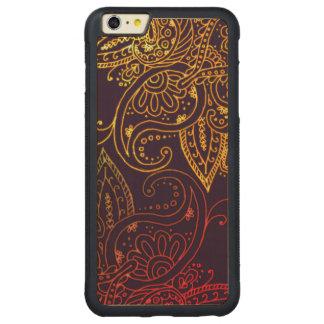 Gold zu rotem Mehndi auf Lila Carved® Maple iPhone 6 Plus Bumper Hülle