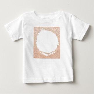 Goldausschnitt: Kaufen Sie leeres oder addieren Hemden
